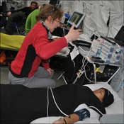 Paula Meale testing Mingma Sherpa on the laser doppler machine